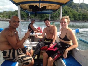 buceo-bali-buceo-candidasa-viktoria & Christopher - Southern-Dreams-Diving-Club & Buceo-Bali